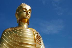 Budha ein blauer Himmel foto