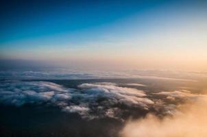 Wolke und blauer Himmel foto