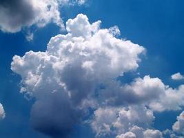 schöner Himmel und Wolke foto