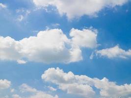 abstrakter blauer Himmel