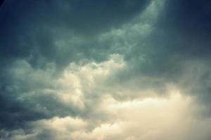 schöner dramatischer Himmel foto