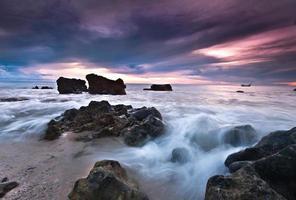 Seelandschaft der paradiesischen Küste foto