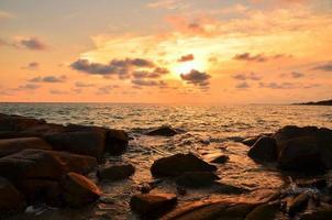 Seelandschaft bei Sonnenuntergang Hintergrund