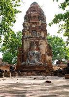 altes Bild von Buddha am alten Tempel foto