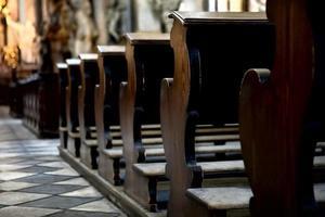 Bänke in der Kathedrale