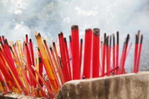 Räucherstäbchen verbrennen