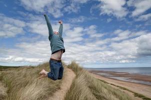vor Freude springen foto