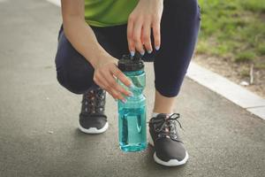 Frau macht eine Pause vom Laufen