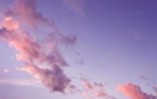 lila Himmel bei Sonnenuntergang