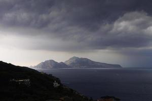 Capri unter einem stürmischen Himmel