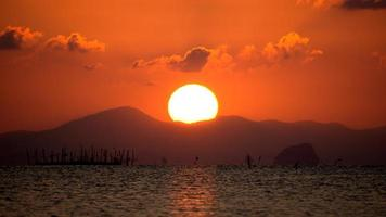 Sonnenuntergang Himmel am Songkhla See, Thailand.