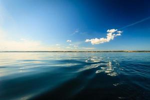 schöne Seelandschaft Abend Meer Horizont und Himmel. foto