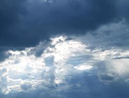 der Himmel vor dem Regen foto