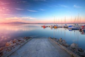 der Yachthafen bei Sonnenaufgang foto