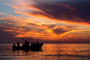 Sonnenuntergang über dem karibischen Meer in Cozumel, Mexiko