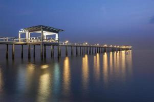 stiller Pier in der Nacht
