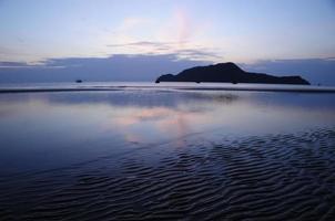 Morgenszene aus welligem Sand foto