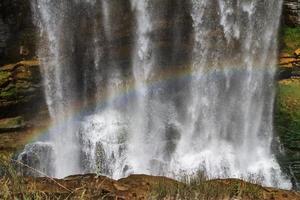 Wasserfall und Regenbogen foto