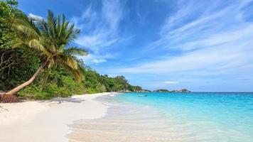 Strand im Sommer von Thailand foto