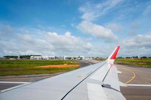 Blick aus dem Flugzeugfenster