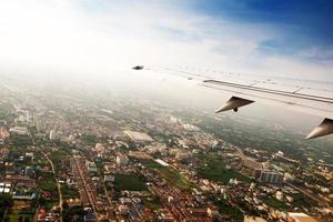Flügelflugzeug in der Höhe während des Fluges