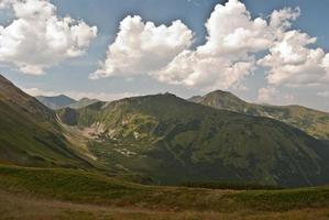 Gipfel und Tal der Tatry Mountains foto