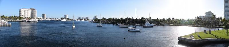 Panoramablick auf den Yachthafen