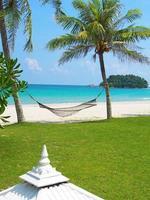 Hängematte am Strand in Indonesien foto