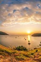 Blick auf das Sonnenuntergangsmeer foto