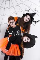 Kinder feiern Halloween foto