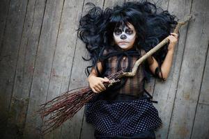 Kind mit Besen foto