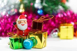 Weihnachtsmann Weihnachtsfeier mit Geschenkbox