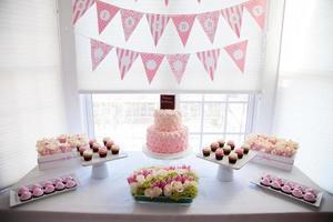 Tischdekoration für eine Geburtstagsfeier