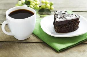 Schokoladenherz und schwarzer Kaffee, Kuchen foto