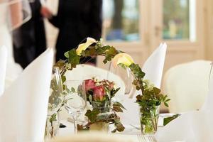 Tisch bei einem Hochzeitsfest foto