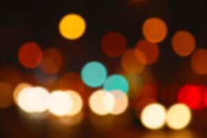 bunte defokussierte Lichter, die als Hintergrund nützlich sind