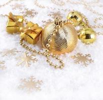 goldene Weihnachtsschmuck foto