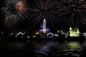 Messe und Feuerwerk