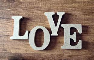 Holzbuchstaben mit Wort Liebe foto