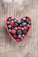 Herz aus roten Früchten