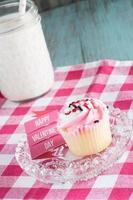Happy Valentinstag Zeichen und Eis Cupcake foto