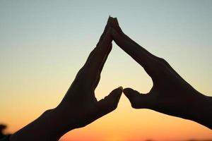 Hände bilden ein Herz