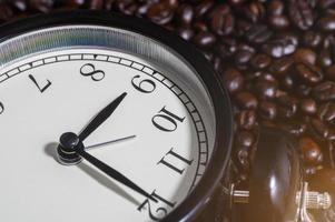 Uhr auf Kaffeebohnen