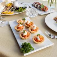 Kaviar mit Blätterteig und Sahne foto