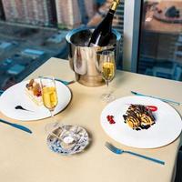 Champagner und Dessert