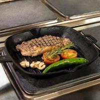 leckeres Steak mit Gemüse foto