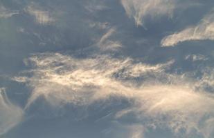 Wolken am Himmel während des Sonnenuntergangs