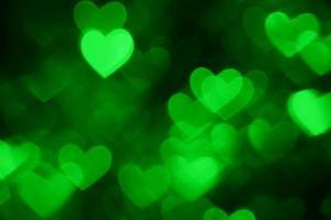 grüner Herzform-Feiertagsfotohintergrund