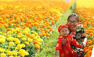 Mutter und bald lächeln foto