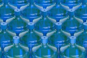 große Flaschen Wasser foto